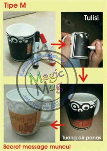 Mug M bermotif polos tidak ada tulisan, sehingga bisa berkreasi menulis pesan di mug.  Mug ini akan berubah bila di isi air panas dan dilengkapi dengan 2 spidol (hitam, merah)    Before :   Mug berwarna hitam, tuliskan pesan rahasia di sebelah kotak pesan disebelah kanan.    After :  tulisan muncul bila di isi air panas.    Mug akan kembali bermotif hitam (before) kalau air panas menjadi dingin sekitar 15-25 menit.  Spidol bersifat permanen.  mugunik.weebly.com