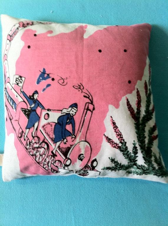 cute vintage pillowVintage Wardrobe, Amazing Pillows, Finding Vintage, Vintage Things, Dreamy Pillows, Vintage Pillows, Vintage Tablecloth, Random Stuff, Lv Handbags