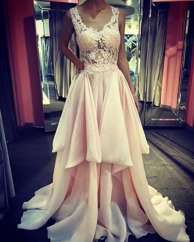 New Arrival V-neck Lace Appliqued Bodice Organza Skirt Prom Dresses