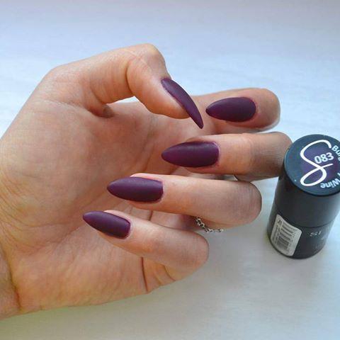 Odcień 083 Burgundy Wine ☺ @semilac  #nails #hybridnails #matowepaznokcie #burgundywine #semilac #paznokciezelowe #paznokciehybrydowe #paznokcie_mn