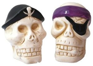 Skull Salt And Pepper Shakers: Pirate Skulls Salt and Pepper Shakers