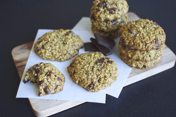 Disse små chocoladecookies er lavet helt uden mel, smør og raffineret sukker – men smager mildest talt himmelsk