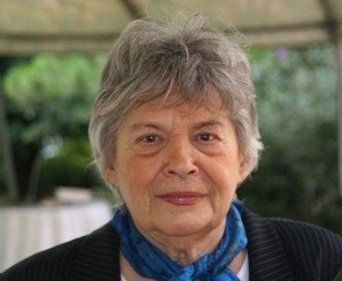 Polcz Alaine magyar pszichológus és író, a tanatológia, a halállal és gyásszal foglalkozó tudományág hazai úttörője. Nagyon korán, már 19 évese
