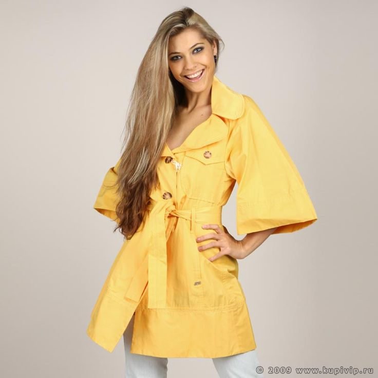 Детское пальто желтого цвета