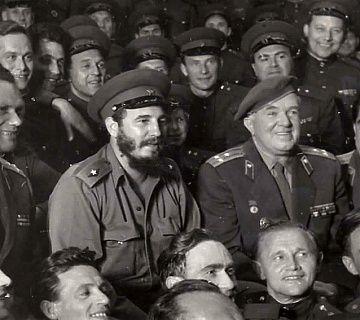 Встреча Ансамбля Александрова с Фиделем Кастро на Кубе. 1961. Фото: leonidharitonov.ru