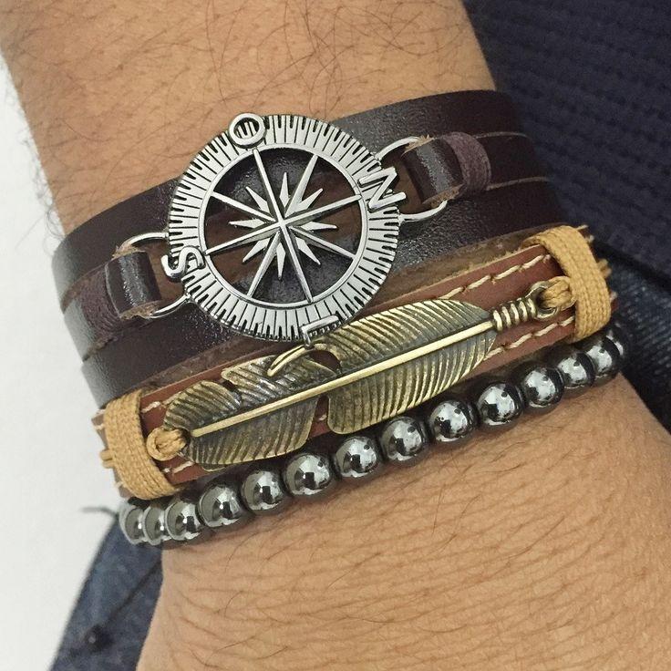 Kit 3 pulseiras masculinas sendo:  - 1 pulseira de couro marrom com entremeio pena em banho ouro velho e fecho magnético  - 1 pulseira de couro 3 voltas no punho com entremeio rosa dos ventos (bussola)   - 1 pulseira de pedras naturais hematita .  > Informe no pedido o tamanho do seu punho, que f...