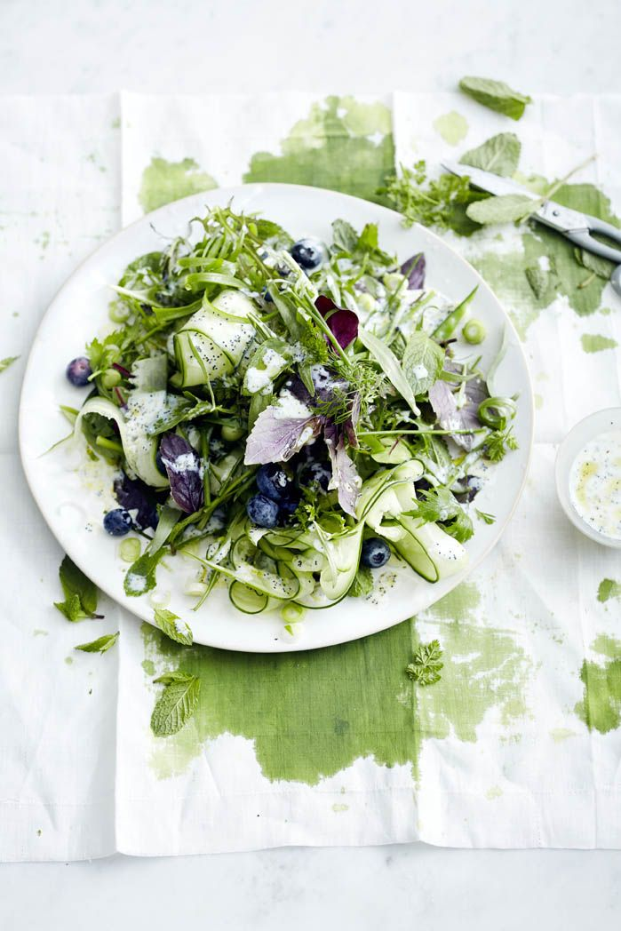 Herb salad with blueberries and a buttermilk dressing)