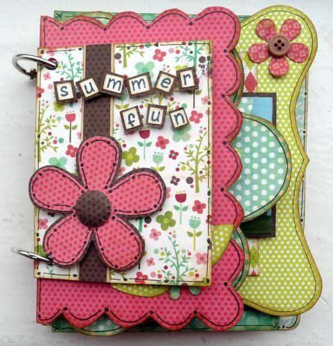 Love mini albums. I wonder if this would be a good class  project?