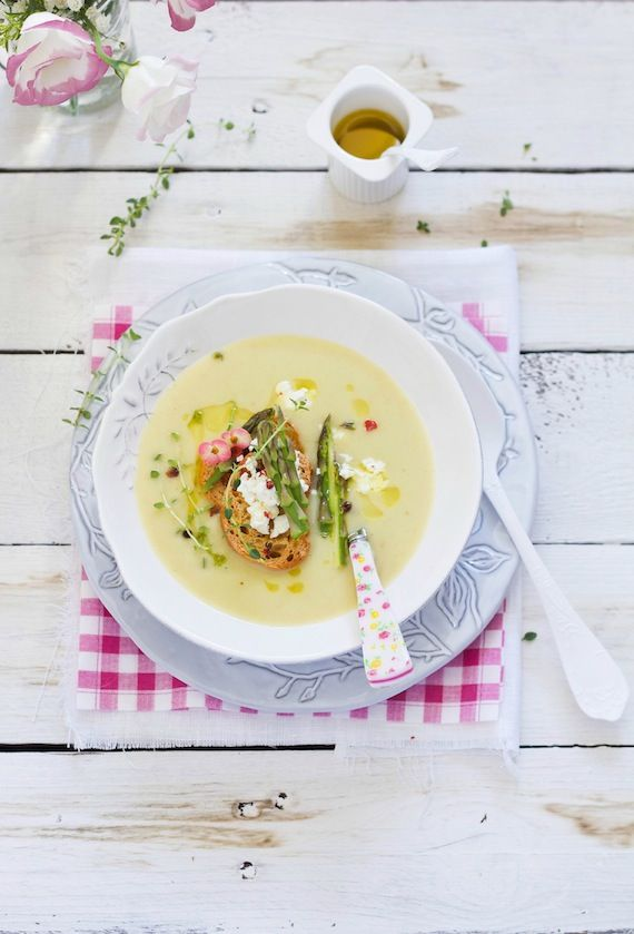 Food and Cook by trotamundos » Crema de espárragos con vino blanco y topping de queso rulo de cabra