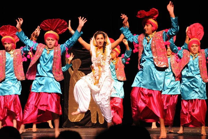 Bollywood dancer dances for us 8