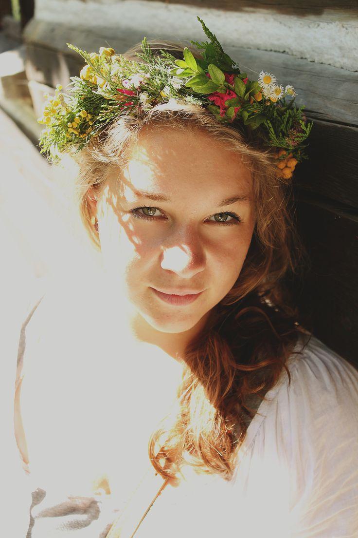 model: Marta #beauty #spring #wreath #portrait