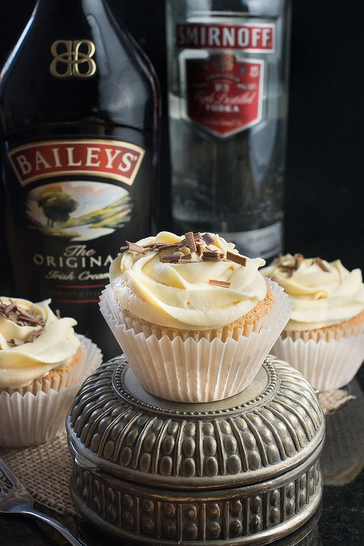 White Russian Cupcakes inspired by the classic cocktail - Baileys whipped cream…