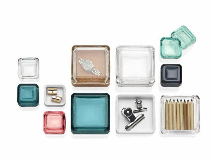 Vitriini is een serie van glazen opbergdoosjes, beschikbaar in de prachtige iittala kleuren. De inhoud mag gezien worden.