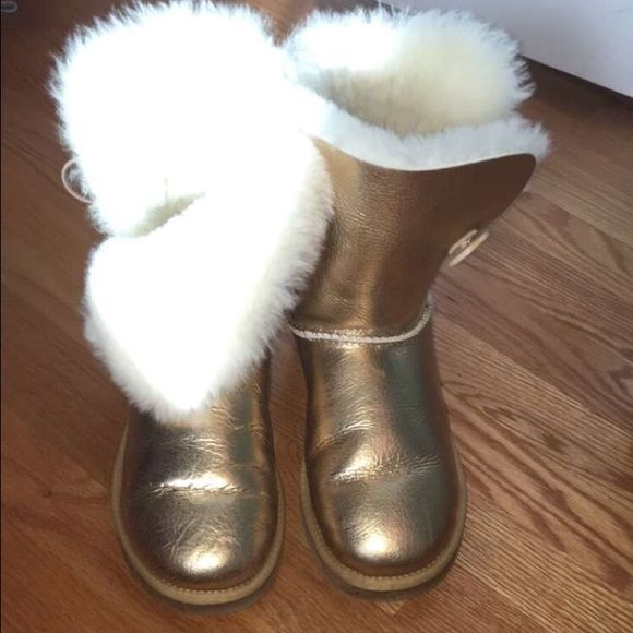 Gold uggs SALE FOR A HOUR ! Worn no more then 4 times still in GREAT CONDITION UGG Shoes Winter & Rain Boots