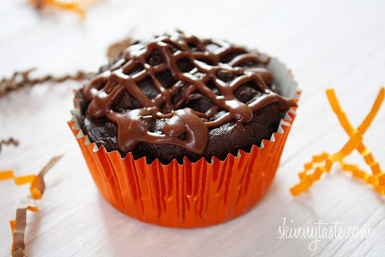 2 pt+ Super Moist Low Fat Chocolate Cupcakes with Chocolate Glaze | Skinnytaste )uses cake mix, pudding mix and pumpkin puree: Lowfat, Low Fat, Chocolate Cupcakes, Low Calories, Weights Watchers, Chocolates Glaze, Fat Chocolates, Chocolates Cupcakes, Cupcakes Recipes