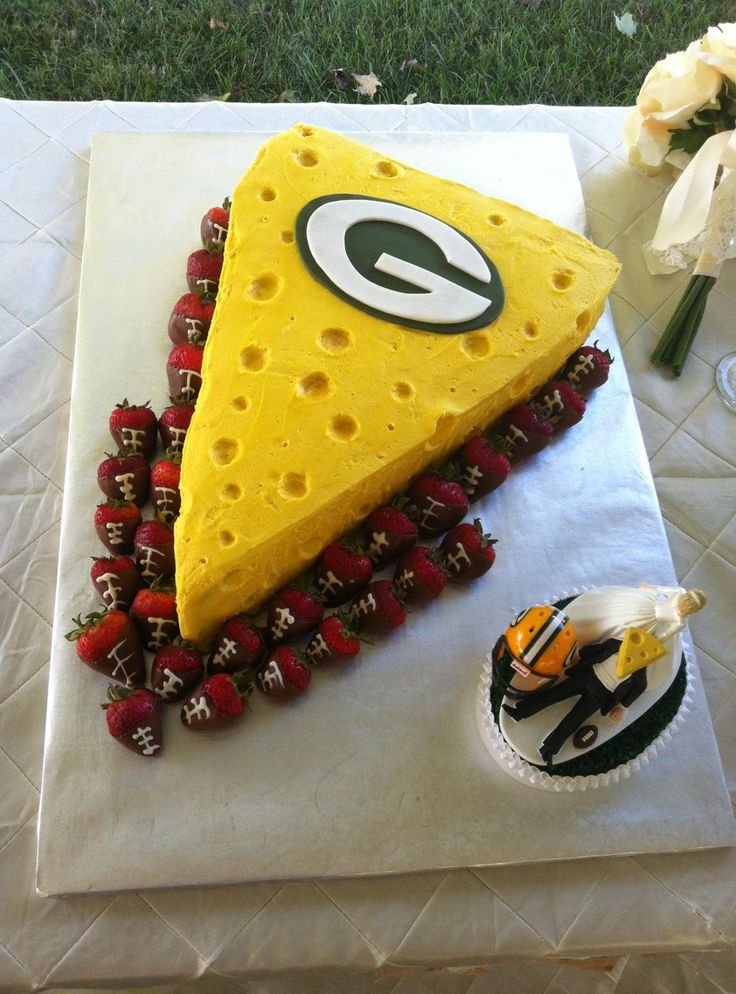 Green Bay Packers grooms cake...hahaha, can he pick the wedding cake and I get a brides cake?!