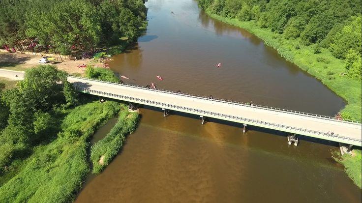 Zdjęcie mostu w Tomczycach nad Pilicą z drona.