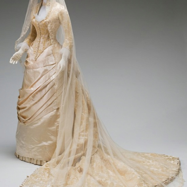72 best victorian era styles images on pinterest for Victorian era wedding dresses