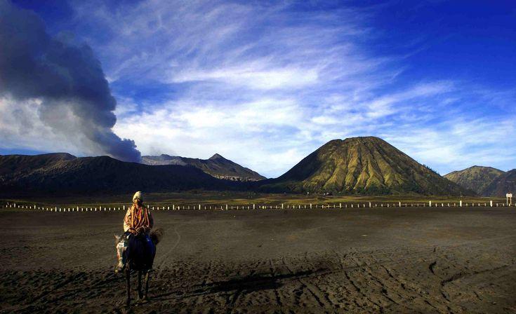Taman Nasional Bromo Tengger Semeru adalah Taman Nasional di Jawa Timur, Indonesia, yang terletak di wilayah administratif Kabupaten Pasuruan, Kabupaten Malang, Kabupaten Lumajang dan Kabupaten Probolinggo. Taman ini ditetapkan sejak tahun 1982 dengan luas wilayahnya sekitar 50.276,3 ha. - PORTAL PEMERINTAH KABUPATEN MALANG