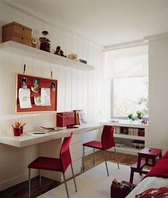 gostei dos detalhes em vermelho no quarto todo branco; da posição da janela e da cortina.