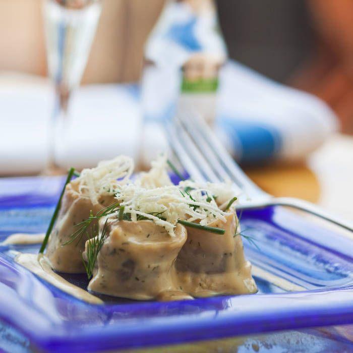 Receptet på den här fantastiskt goda senapssåsen kommer från Leif Mannerström. Här används den tillsammans med en burk 5-minuterssill - och blir en perfekt senapssill till jul, påsk och midsommar.