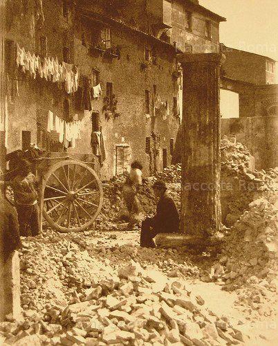 Roma Sparita - Via Fiumara ORA lungotevere dei Cenci , segna il confine fra i rioni REGOLA E S'ANGELO 1890