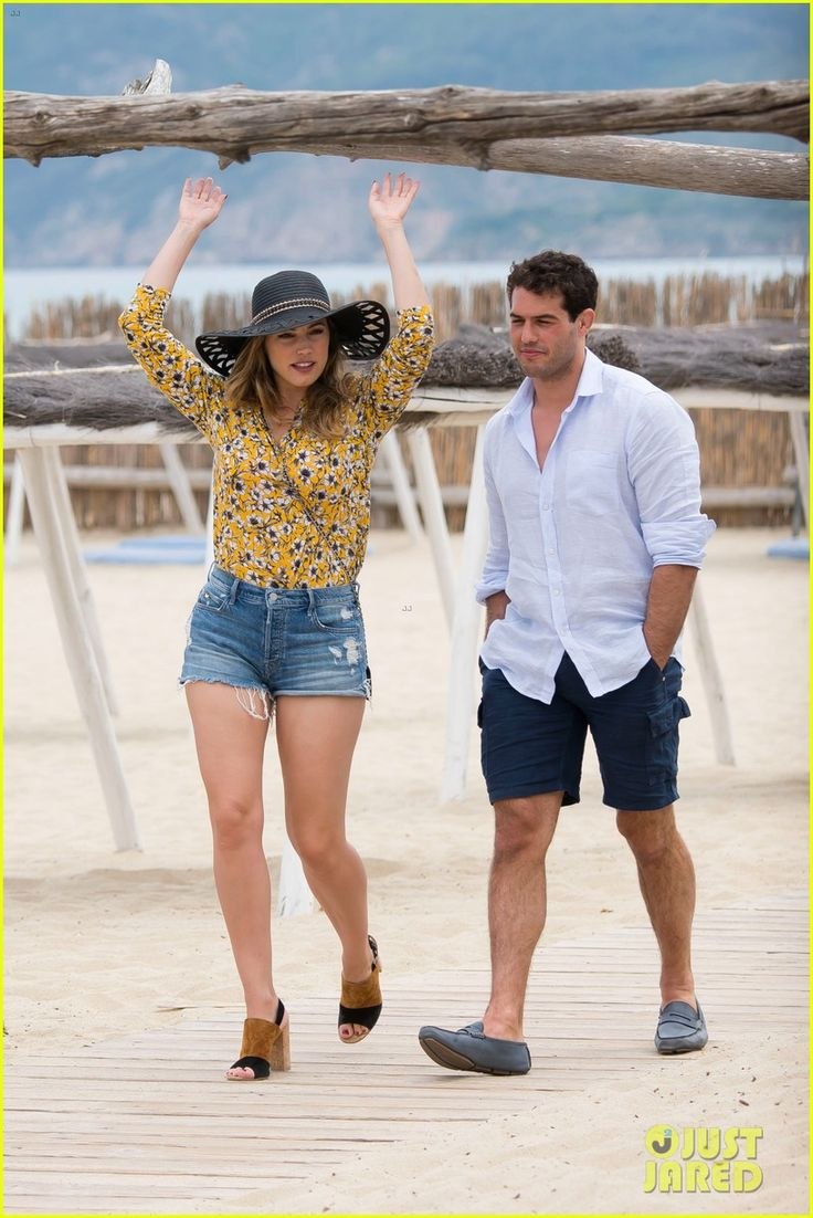 kelly brook boyfriend jeremy parisi celebrate 30th birthday 05 Kelly Brook shows off her legs while celebrating her new boyfriend Jeremy Parisi's 30th birthday at Club 55 on Tuesday (May 26) in Saint Tropez.    The day before,…