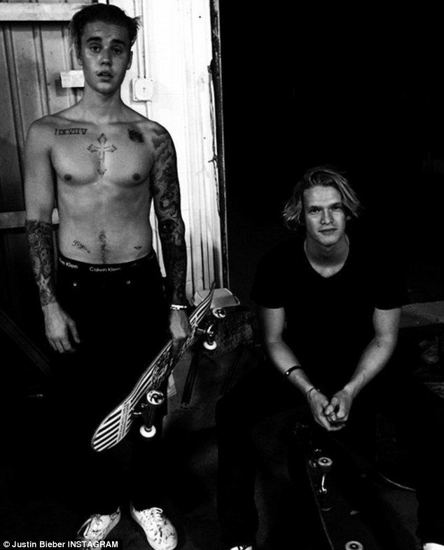 Justin Bieber and Cody Simpson go skateboarding (shirtless)
