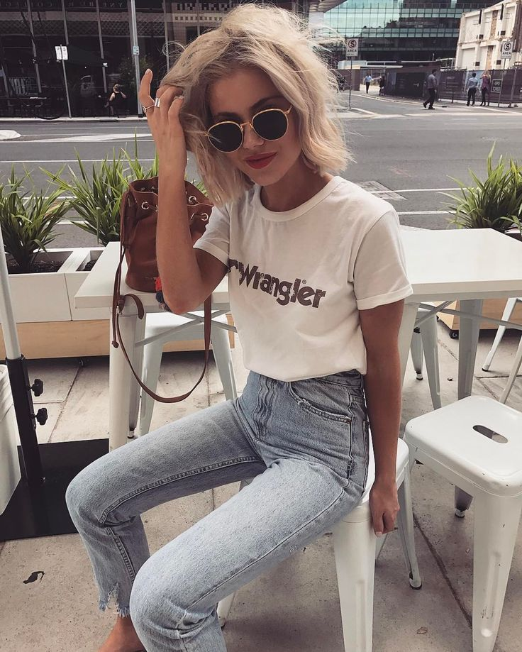 """6,272 curtidas, 23 comentários - Laura Jade Stone (@laurajadestone) no Instagram: """"Morning coffee before heading off to Byron ☀️ Wearing my fav denim from @general_pants…"""""""