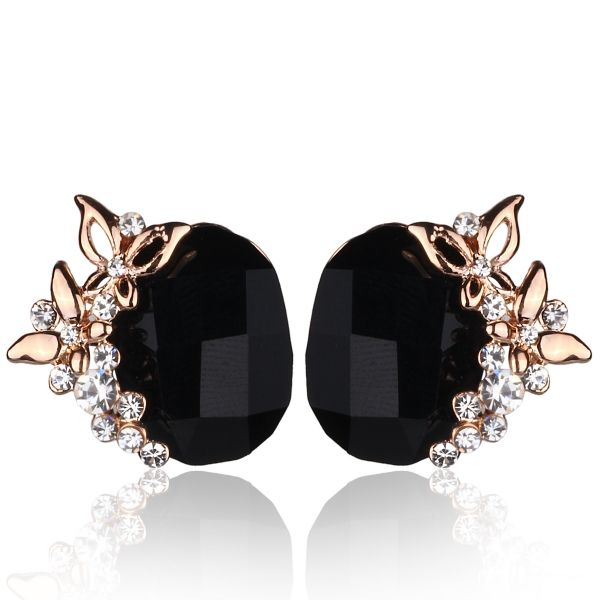 Taş Üstü Kelebek Detay Küpe #küpe #aksesuar #takı #klipsconcept #kadın #moda #stil #fashion #accessory #earring #woman #style #stilish #elegant
