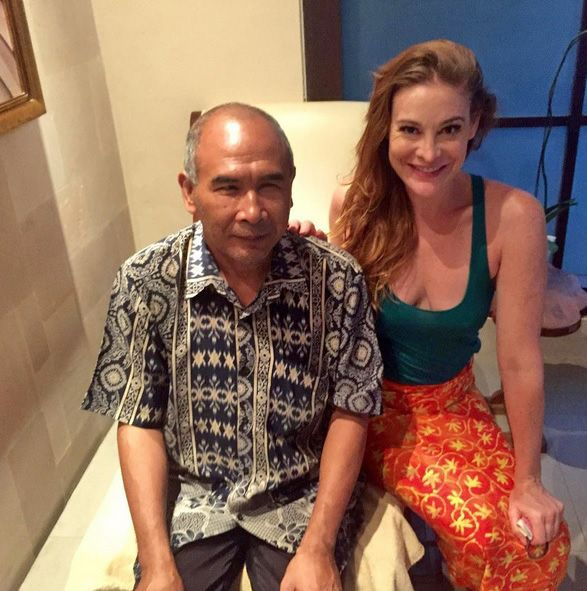 #ThrowbackThursday to our recent guest Holly Perkins Fitness who had 'the best massage she ever had' from our Nyoman – born blind he has dedicated his life to healing others with his gifted touch.  www.spavenusbali.com/spa-venus-treatments/massage #spavenusbali #villakubu #hollyperkins #blindtouchmassage #love #wellness #treatment #relaxation #bliss