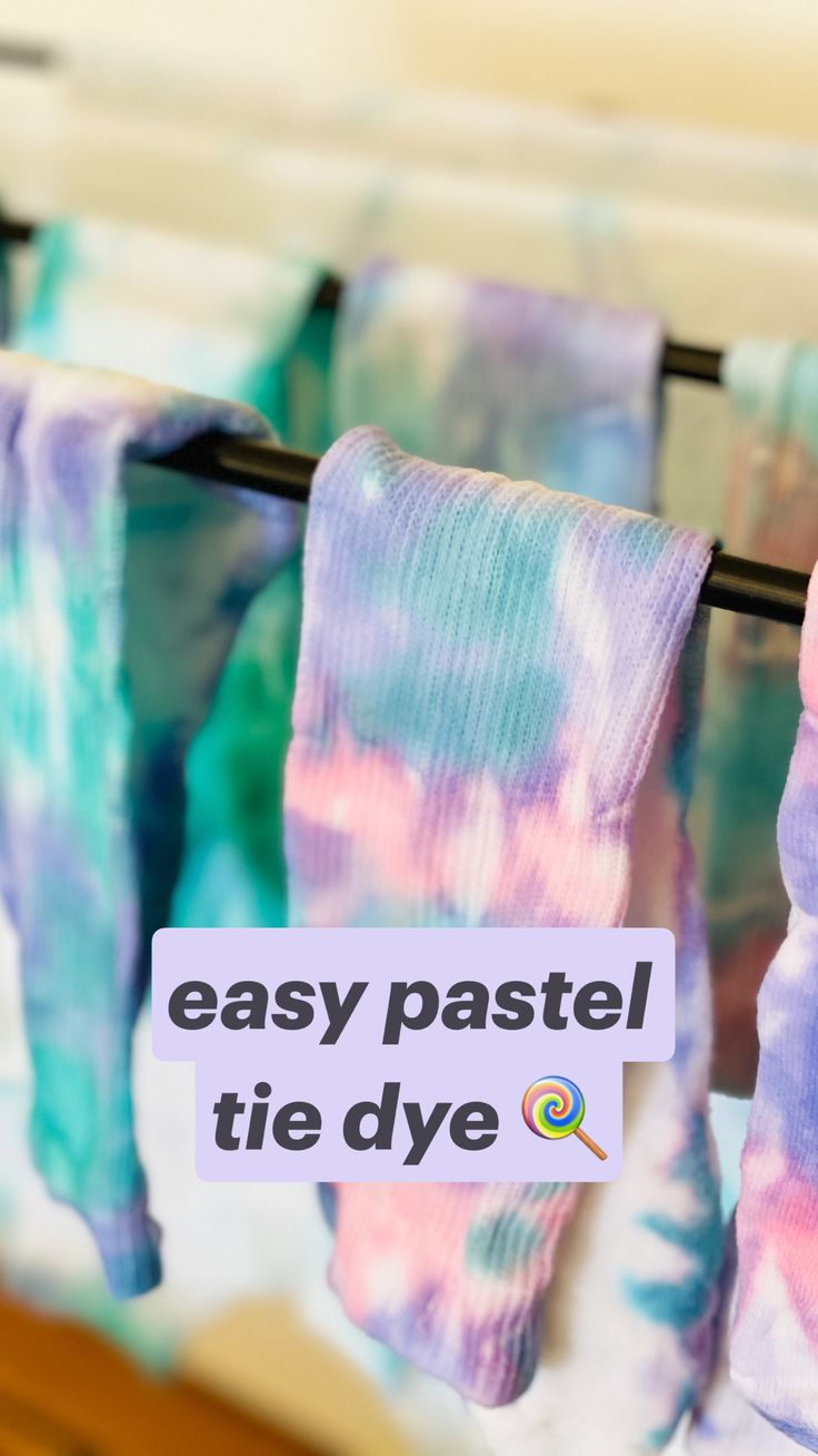 Diy Crafts Hacks, Fun Crafts, How To Make Crafts, Diys, Diy Tie Dye Shirts, Diy Shirt, Diy Tie Dye Designs, How To Tie Dye, Easy Diy Tie Dye