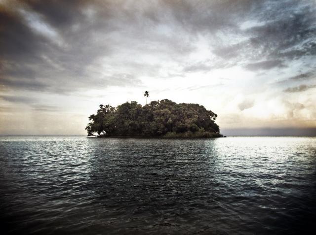 LAGO NICARAGUA (NICARAGUA)  – Il Lago vulcanico Nicaragua, il secondo più grande dell'America Latina, ricco di isole lussureggianti e celebre per le sue comunità di pescatori è minacciato dal progetto del nuovo megacanale interoceanico previsto per quest'area del centramerica. Il passaggio qui di grandi navi comprometterebbe per sempre la flora, la fauna e lo stesso clima del luogo. Informazioni su Visit NIcaragua (foto: wikipedia)