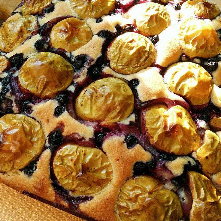 Сегодняшняя погода сподвигла меня выйти из анабиоза и даже испечь чернично-яблочный пирог. #cooking #bakery #baking #pie #apples #blueberry #fruits #berry #food #foodporn #instafood