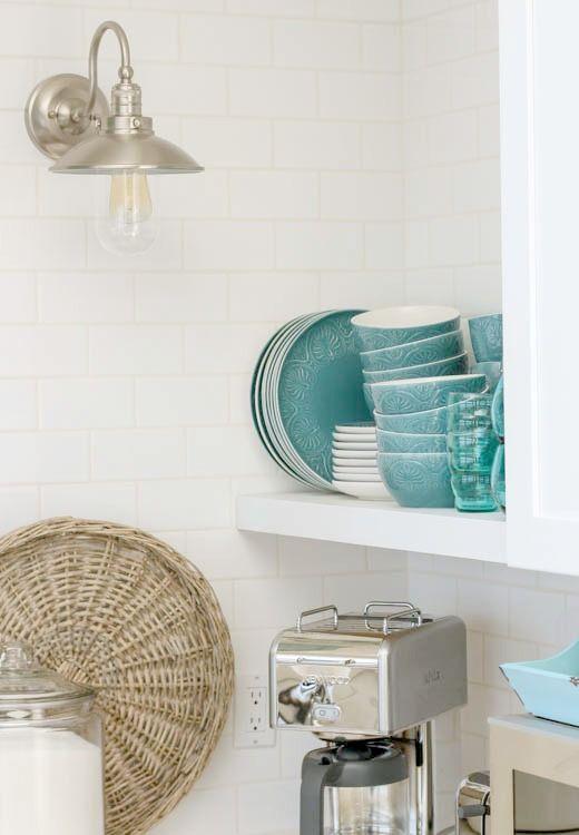 Muhteşem-Kıyı-style-beyaz-sallama-mutfak-ile-aqua mavi-at-thehappyhousie.com-25