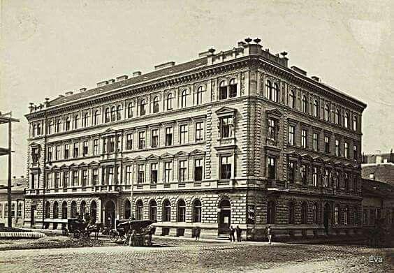 1876 körül. Lövölde tér 7. Fischer ház.