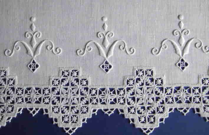 Whitework and Pulled Threadwork. Like the Whitework - almost a fleur-de-lis motif. http:// www.giusyfederici.altervista.org/images/asciug-giusy.jpg