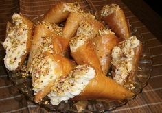 Μια συνταγή για υπέροχα και λαχταριστά Τρίγωνα Πανοράματος. Ένα αγαπημένο γλύκισμα που κανείς δεν μπορεί μπορεί να αντισταθεί. Για το φύλλο: 15 φύλλα κρούσ