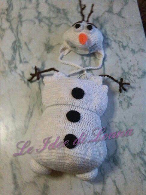 Olaf uncinetto. Il cappello é tipo amigurumi. :)