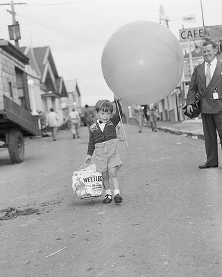 A little boy with his balloon and Weetie's showbag, at the Sydney Royal Easter Show. April 13, 1957.  http://www.smh.com.au.  v@e./photogallery/national/fairfax-archive-boyscout-20130110-2cico.html