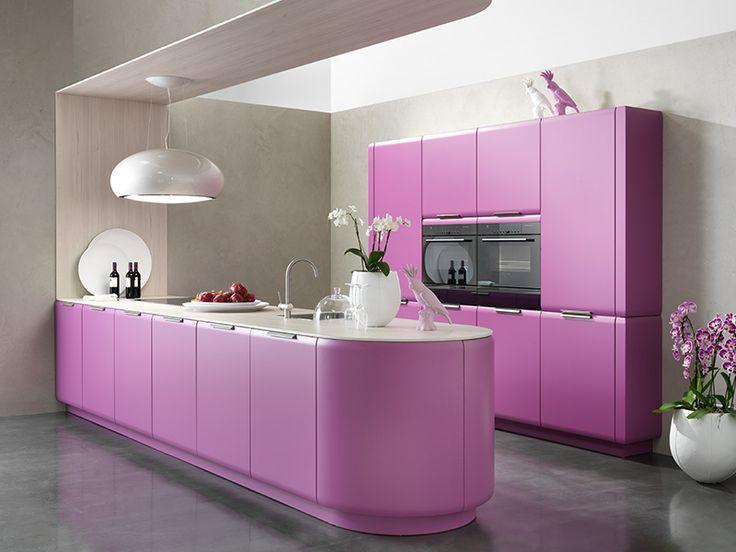 Roze is mijn favoriete kleur, en een roze keuken is in mijn droomhuis dan ook onmisbaar
