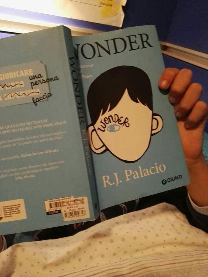 #cosastoleggendooggi Wonder R.J. Palacio Un piccolo capolavoro per educare i nostri figli all'empatia e all'assunzione del punto di vista dell'altro. Penso gli piacerà!