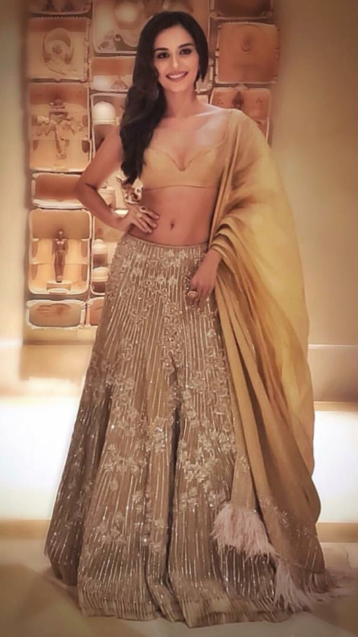 Top Bollywood Actors Glamourising The Indian Couture Week 2018 Dat Arini Tenun Maroon Blue Ballerina Fashion Fun India Latest In Pinterest And Miss