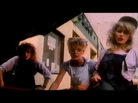 ▶ Bananarama - Cruel Summer 1983 -  Una pausa caffè con un GRANDE sorriso a 32 denti a tutti quelli che amano la bella musica degli anni 80 -- Viva questa canzone! Viva le salopette! Viva le Bananarama ...e viva il caffè! :)
