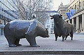 RUE00104 Germany Frankfurt on the Main Bull and bear sculptures outside Frankfurt Stock Exchange