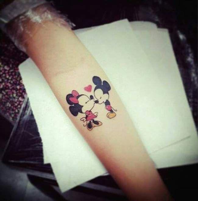 Tatouage femme Mickey et Minnie New-School sur Bras