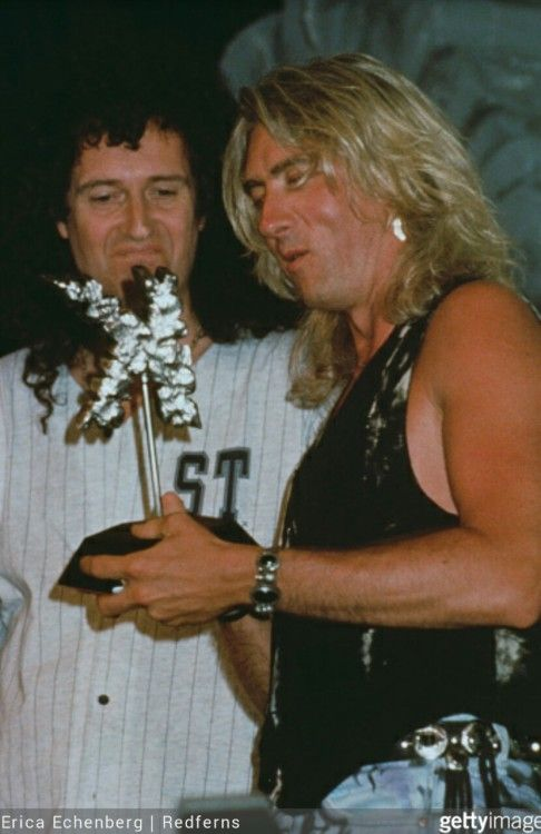 "stepaside:  ""Kerrang! Great British Heavy Metal Music Awards  June 13, 1994 in London  Brian May presented Joe with the Best British Band award  """