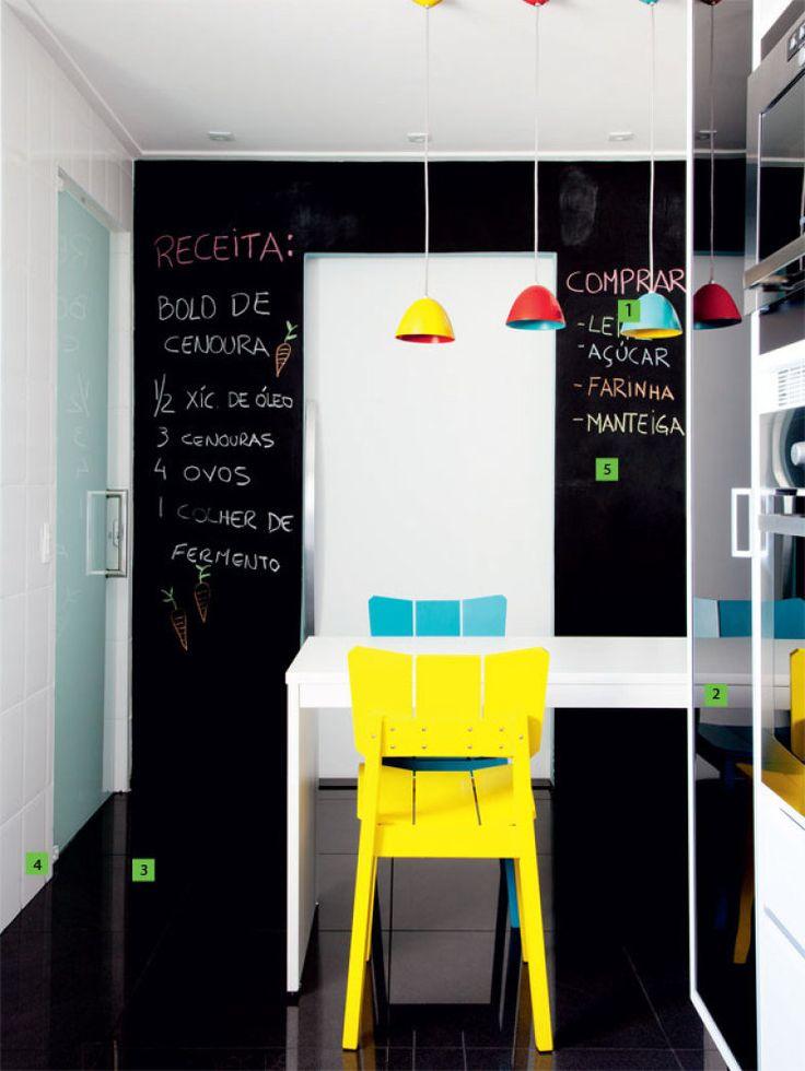 Espírito inquieto e curioso de Mariana Carvalho é o que a conduz na busca de novas soluções para os espaços que projeta. Em todos, fica sua marca registrada: o uso acertado das cores
