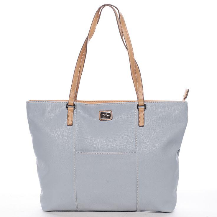 Světle modrá dámská kabelka do práce, školy i na posezení u kávy. Jednoduchý a moderní design, který osvěží váš jarní šatník. #modrá #kabelka #kabelky #móda #styl