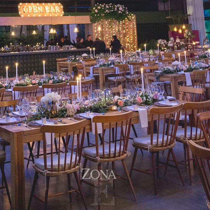 ZonaE te ofrece mobiliario (incluido para 200 personas, no obligatorio) con una línea de diseño única y acorde con el espacio.